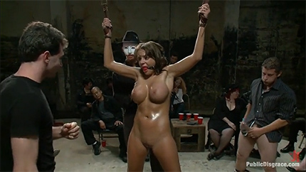 Групповое изнасилование рабыни