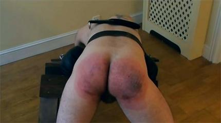 Зверское наказание мужика по жопе